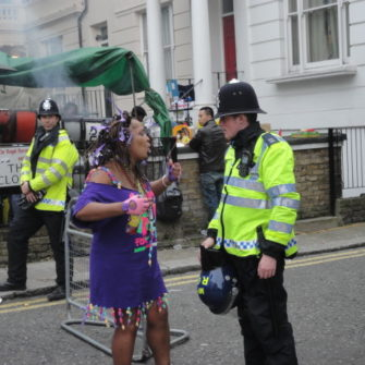 Policeman and Notting Hill reveler having a bit of banter - being30.com