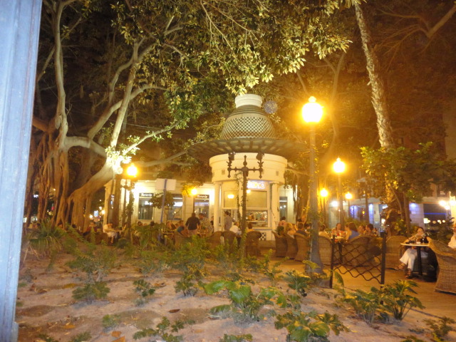 Bar Soho at Night - Going out in Alicante - being30.com