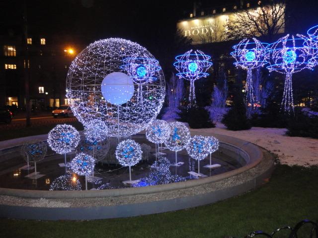 Paris on a budget - Christmas lights - being30.com