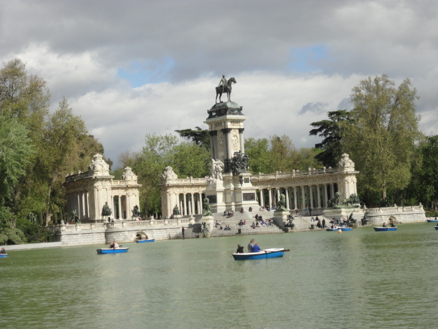Retiro Park | Free Things to Do In Madrid | being30.com